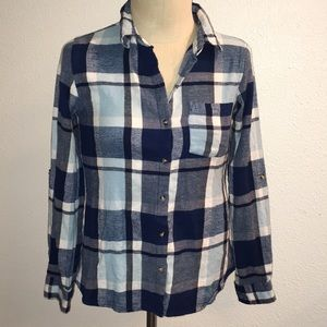 🌲 Passport Plaid Blue & White Flannel - Small